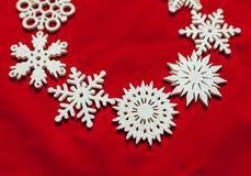 snowflakes απεικόνισης Χριστουγέννων ανασκόπησης κόκκινο διάνυσμα Drive παιχνιδιών Χριστουγέννων Στοκ Εικόνες