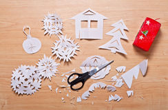 Snowflakes εγγράφου και άλλη χειροποίητη διακόσμηση Στοκ Εικόνες