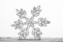 Snowflakes εγγράφου που γίνονται με η τεχνική Στοκ εικόνες με δικαίωμα ελεύθερης χρήσης