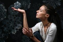 snowflakes κοριτσιών Στοκ φωτογραφίες με δικαίωμα ελεύθερης χρήσης