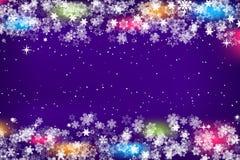 Snowflakes πλαίσιο με το φωτεινό υπόβαθρο για τα Χριστούγεννα και το νέο πρότυπο εποχής έτους ή χειμώνα για το inviation, ευχετήρ στοκ φωτογραφίες