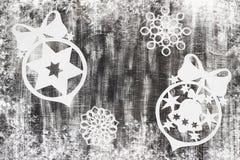 Snowflakes που αποκόπτουν του εγγράφου για το σκοτεινό υπόβαθρο με το διάστημα για το θέμα Χριστουγέννων κειμένων Στοκ εικόνα με δικαίωμα ελεύθερης χρήσης