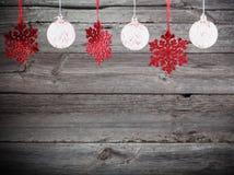Snowflakes στο ξύλινο υπόβαθρο Στοκ φωτογραφίες με δικαίωμα ελεύθερης χρήσης