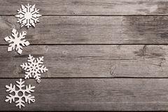 Snowflakes στο ξύλινο υπόβαθρο Στοκ Φωτογραφία