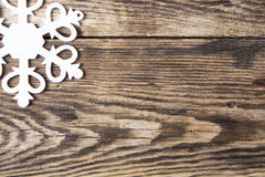 Snowflakes σύνορα στο ξύλινο υπόβαθρο grunge Στοκ Εικόνες