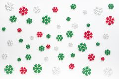 Free Snowflakes Pattern Background. White , Red And Green Snowflake Isolated On White For Christmas Or Winter Seasonal. Royalty Free Stock Image - 165722016