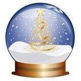 Snowglobe con el árbol de navidad de oro Imagen de archivo libre de regalías