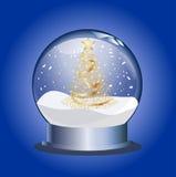 Snowglobe con el árbol de navidad de oro Imagenes de archivo