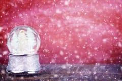 Snowglobe contra rojo Imágenes de archivo libres de regalías