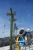 Snowgun met ski-lift-mast stock foto's