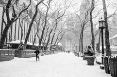 Snowing Bryant park fotografia stock