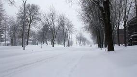Snowing zimy ulica w ranku zbiory