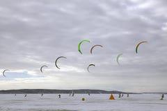 Snowkite在冬天多云天在天 免版税库存图片