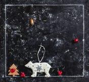 snowly日新的照片年 在黑暗的背景的白色雪花.