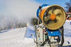 Snowmaking śniegu pistolet, śnieżny działo (,) Zdjęcia Royalty Free
