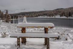 Snowman湖雪山秋天 库存图片