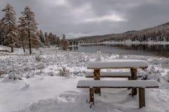 Snowman湖雪山秋天 库存照片