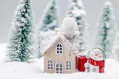 Free Snowman And House In Winter Royalty Free Stock Photo - 198729045