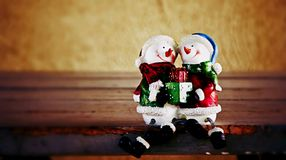 Snowman dolls with the gift Royalty Free Stock Images