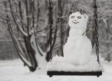 Snowman på gunga Arkivbilder