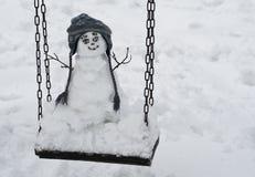 Snowman på gunga Royaltyfri Bild