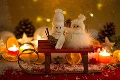 Snowmann y el snowwoman, la Navidad, ligt de la vela, protagoniza Fotos de archivo