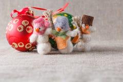 Snowmans войлока с шариками christmans Стоковые Фотографии RF