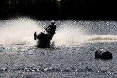 Snowmobile auf Wasser Lizenzfreies Stockfoto