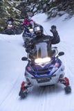Snowmobilers ritt på en slinga på Bald berget, Rangeley, Maine Royaltyfria Foton