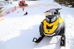 Snowmobiles narta Rotax 600 Tec na snowfield Ho fotografia stock