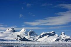 Snowmountans i Antarktis Royaltyfri Foto