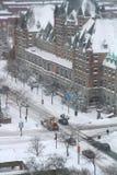 Snowmoval после пурги зимы стоковое изображение rf