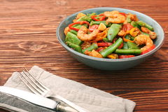 Snowpeas and shrimps salad Royalty Free Stock Images