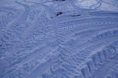 Snowscape с метками скида в снег Стоковые Изображения RF