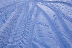 Snowscape с метками скида в снег Стоковая Фотография