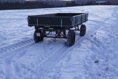 Snowscape con las marcas de resbalón en la nieve Imagen de archivo