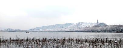 Snowscape del lago ad ovest a Hangzhou, Cina fotografia stock