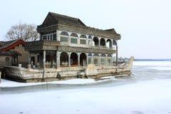 Snowscape des Steinbootes im Sommer-Palast Lizenzfreie Stockfotografie