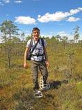 Snowshoe che fa un'escursione uomo Fotografia Stock