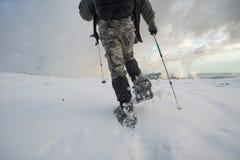 snowshoeing Photographie stock libre de droits