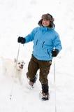 Snowshoeing con el perro Fotografía de archivo libre de regalías