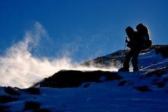 snowstorm βουνοπλαγιών τουρίστ&alp Στοκ φωτογραφία με δικαίωμα ελεύθερης χρήσης