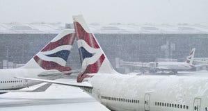 Snowstorm på den Heathrow flygplatsen Arkivbild