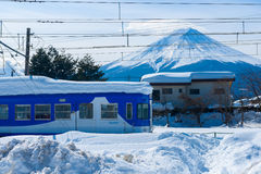在Snowstrom Mt富士以后在冬天,日本 免版税图库摄影