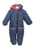 Snowsuit für Baby auf einem Aufhänger auf einem weißen Hintergrund Lizenzfreie Stockfotografie
