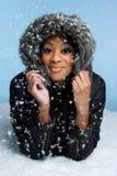 snowvinterkvinna arkivfoto