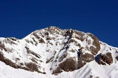Snowy Пиренеи в солнечном дне стоковые изображения rf