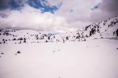 Snowy-alpine Straße Stockfoto