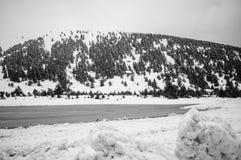 Snowy-alpine Straße Stockfotos