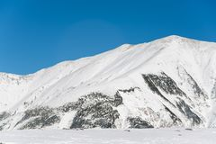 Snowy-Berg bei Murodo stockfotografie